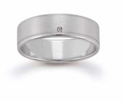 Ring mit Steinbesatz